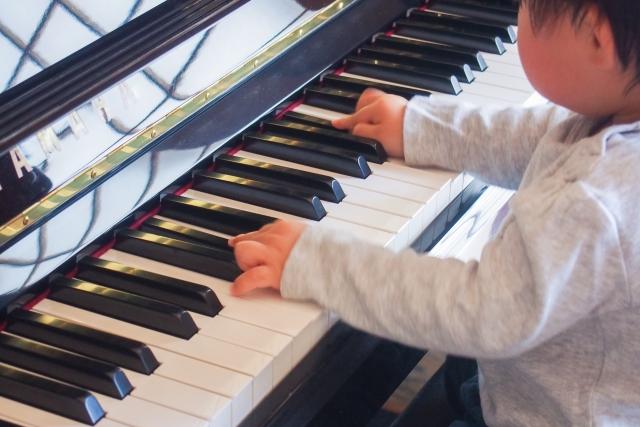 自由にピアノの練習